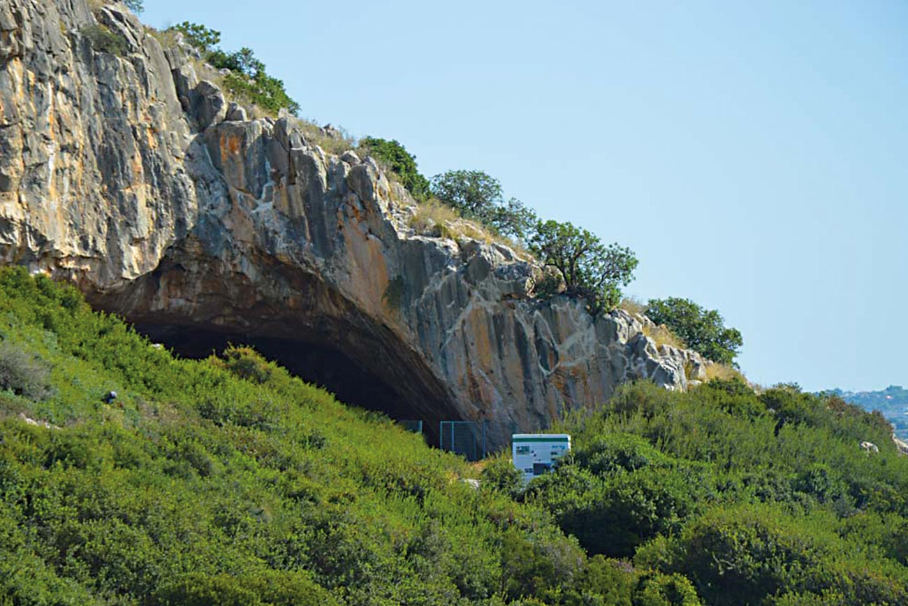 Frachthi Cave entrance
