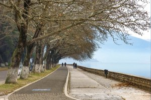 Ioannina. Lake-side walk.