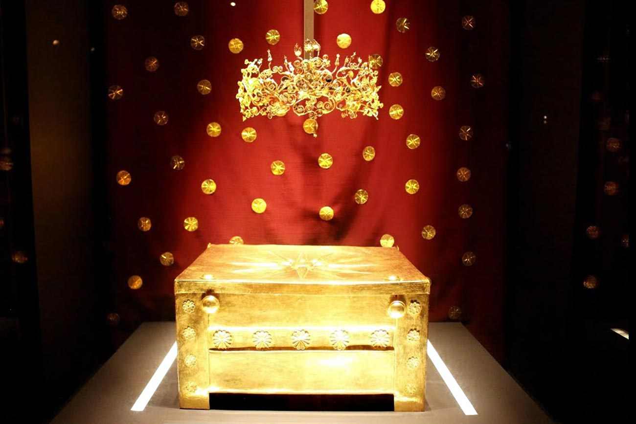 Vergina museum. The golden crown and shrine of King Philipos II.